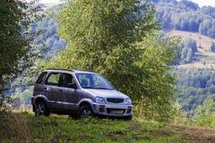 Automobile fuori strada in montagne di Apuseni Fotografia Stock Libera da Diritti