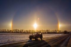 Automobile fuori strada russa Lada Niva ed alone - fenomeno ottico fotografia stock libera da diritti