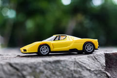 Automobile gialla del giocattolo Fotografia Stock Libera da Diritti