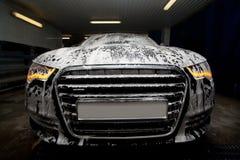 Automobile in gomma piuma sul dispersore Fotografia Stock