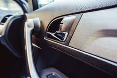 Automobile interna della maniglia di porta Fotografie Stock