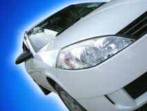Automobile isolata su priorità bassa Fotografia Stock Libera da Diritti