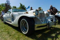 Automobile néoclassique basée sur l'esprit d'or de Ford Mustang - de Zimmer image libre de droits