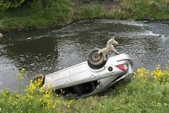 Automobile nel fiume Dearne Immagine Stock