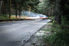 Automobile nella foresta Fotografie Stock Libere da Diritti