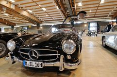 Automobile nera del veterano di Mercedes 300 SL Gullwing Immagini Stock