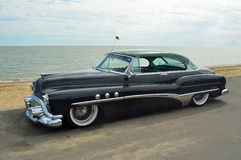 Automobile noire classique de Buick huit photos stock