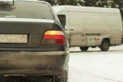 Automobile in precipitazioni nevose    Fotografie Stock