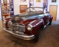 Automobile rossa antica in museo di Mosfilm Immagine Stock Libera da Diritti