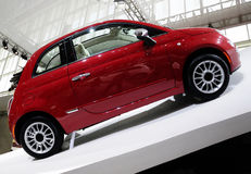 Automobile rossa di Fiat 500 Fotografie Stock Libere da Diritti