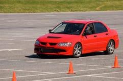 Automobile rossa durante l'evento 1 dei autocross Fotografia Stock