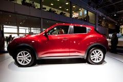 Automobile rossa Nissan Juke della jeep fotografia stock
