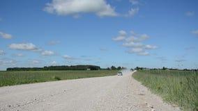 Automobile rurale della strada del paesaggio stock footage
