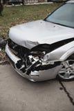 Automobile schiantata sulla via fotografia stock