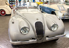 Automobile scoperta a due posti di Jaguar XK 120 3442 cc su esposizione. Fotografie Stock Libere da Diritti