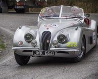 Automobile scoperta a due posti 1951 di JAGUAR XK 120 OTS Fotografie Stock Libere da Diritti