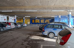 Automobile sotterranea che parcheggia il centro commerciale mega Fotografia Stock Libera da Diritti