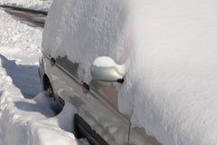 Automobile sotto neve Fotografia Stock Libera da Diritti