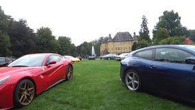 Automobile sportiva italiana del grande Tourer di Ferrari F12 Berlinetta e di Ferrari GTC4 Lusso stock footage