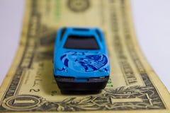 Automobile sportiva sulla fattura immagini stock