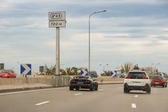 Automobile sportiva sulla strada principale fotografia stock