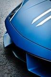 Automobile sportiva in via Fotografia Stock