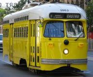 Automobile storica della via (colore giallo) Fotografia Stock Libera da Diritti