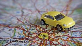 Automobile su una mappa Fotografie Stock