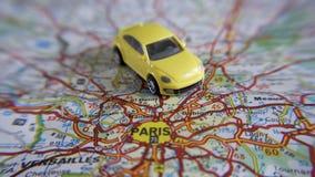 Automobile su una mappa Immagine Stock Libera da Diritti