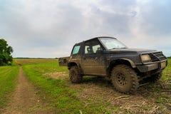 automobile 4x4 sul campo Immagine Stock Libera da Diritti