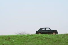 Automobile sulla collina fotografia stock libera da diritti