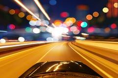 Automobile sulla strada Immagine Stock