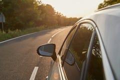 Automobile sulla strada immagini stock libere da diritti