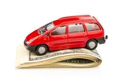 Automobile sulle banconote in dollari Fotografie Stock Libere da Diritti