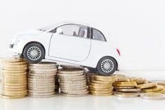 Automobile sulle monete Immagine Stock Libera da Diritti