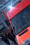 Automobile tedesca dell'ambulanza con le luci d'avvertimento infiammanti Fotografie Stock