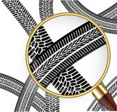 Automobile trace under a magnifying magnifying glass Royalty Free Stock Photos