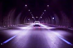 Automobile in tunnel immagini stock