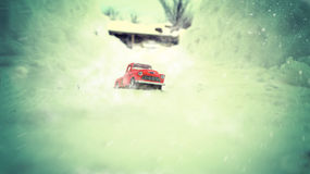 Automobile in una bufera di neve Fotografia Stock Libera da Diritti