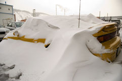 Automobile in una neve. Immagini Stock Libere da Diritti