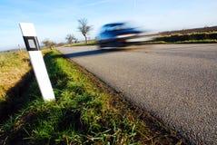 Automobile vaga sulla strada Immagini Stock