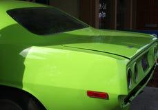 Automobile verde dell'annata Immagine Stock
