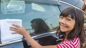 Automobile VI di lavaggio della ragazza Fotografia Stock Libera da Diritti