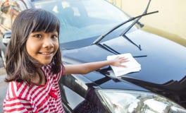 Automobile X di lavaggio della ragazza Fotografia Stock Libera da Diritti