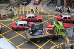 Automobili alle strade trasversali Immagini Stock