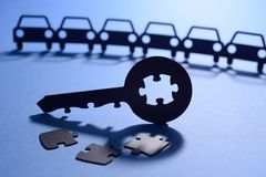 Automobili con la chiave del puzzle Fotografie Stock