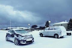 Automobili coperte di neve fotografia stock
