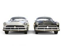 Automobili d'annata impressionanti in bianco e nero - vista frontale illustrazione di stock