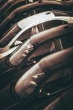 Automobili da vendere il lotto del commerciante Fotografia Stock