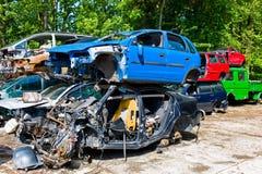 Automobili del ciarpame in un rottamaio Fotografia Stock Libera da Diritti